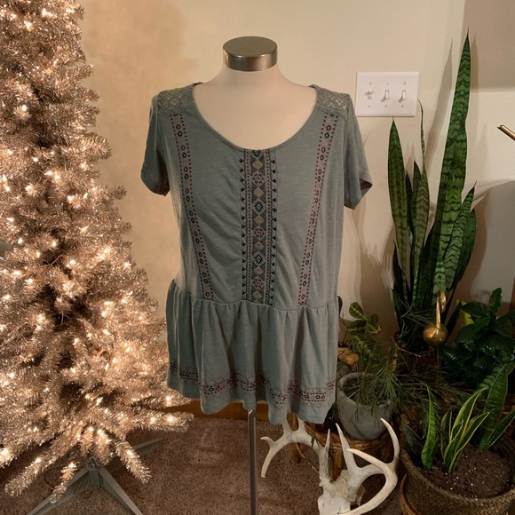 Maurices Tops - NWOT peplum embroidered top